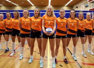 Foto bij Rivo Rijssen Dames 1 klaar voor de (her)start.