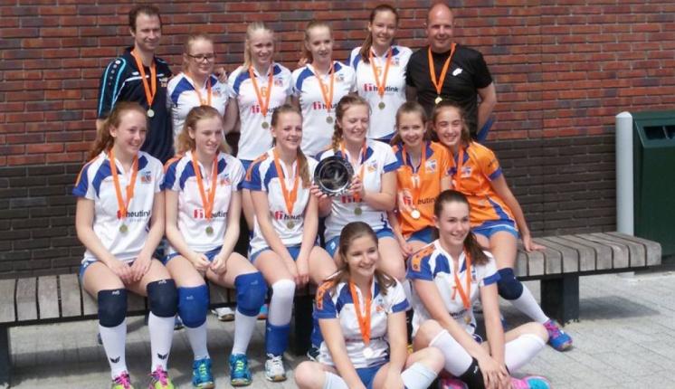 Foto bij Rivo Meiden B & C Beker kampioen